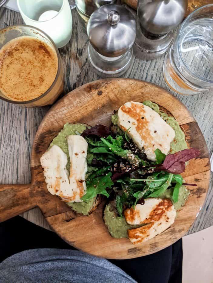avocado toasts - 1 week in Paris