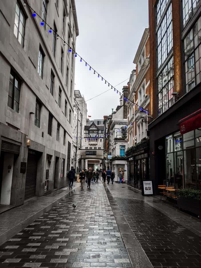 London streets - Backpacking in Europe